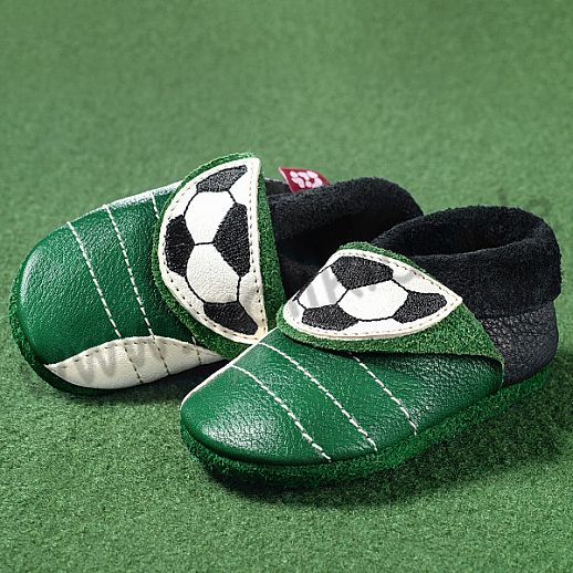 POLOLO: Krabbelpuschen/ Hausschuhe, Motiv: kleiner Fußballer grün ÖKO Leder