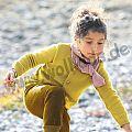 Kinderstrickjacke curry, Melange-Schal rose-natur, Pumphose gold